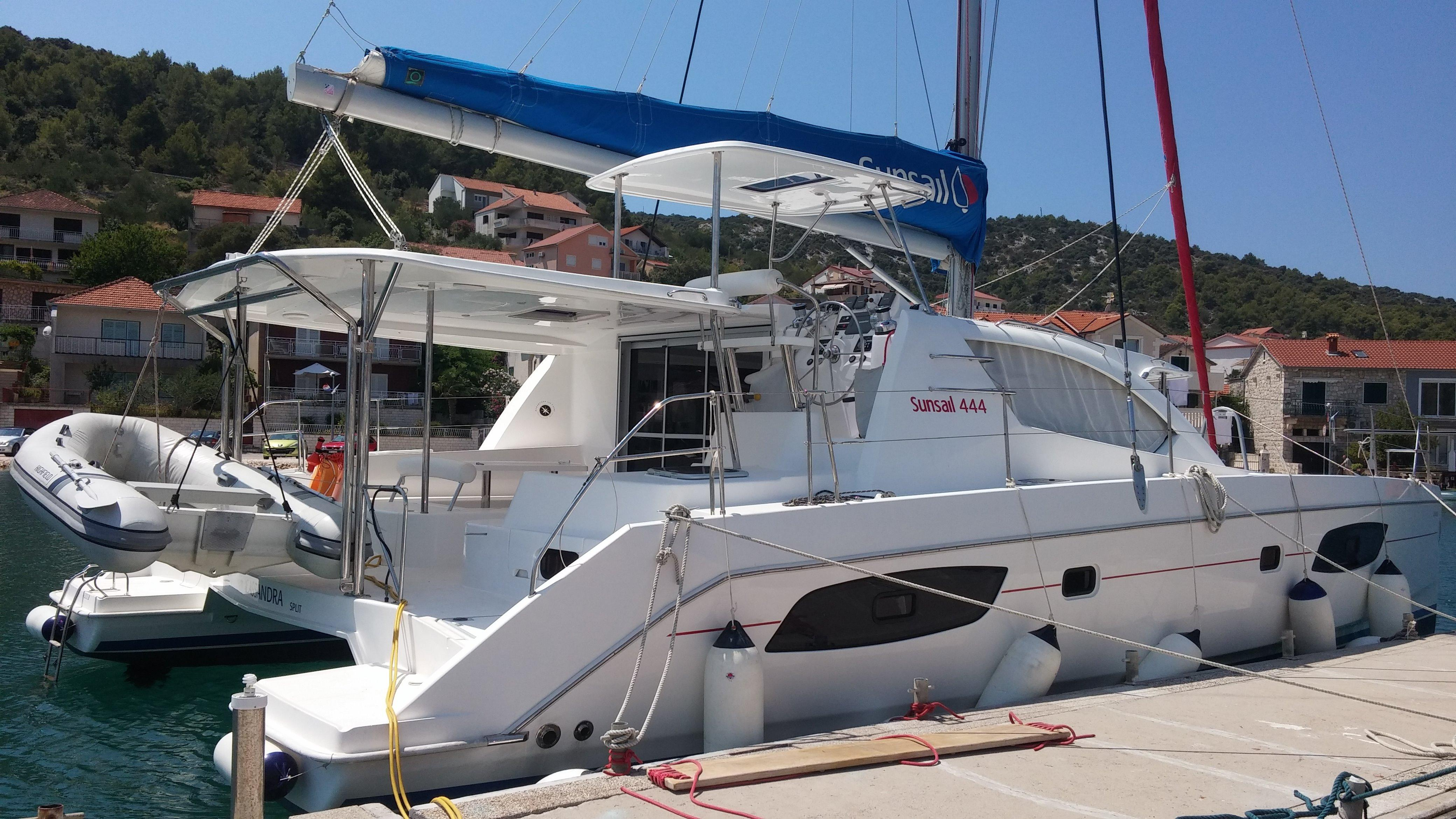 Sunsail 444 for sale - Robertson And Caine Leopard 44